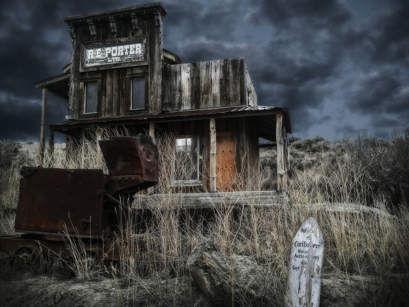 ghost-town-551136_1920
