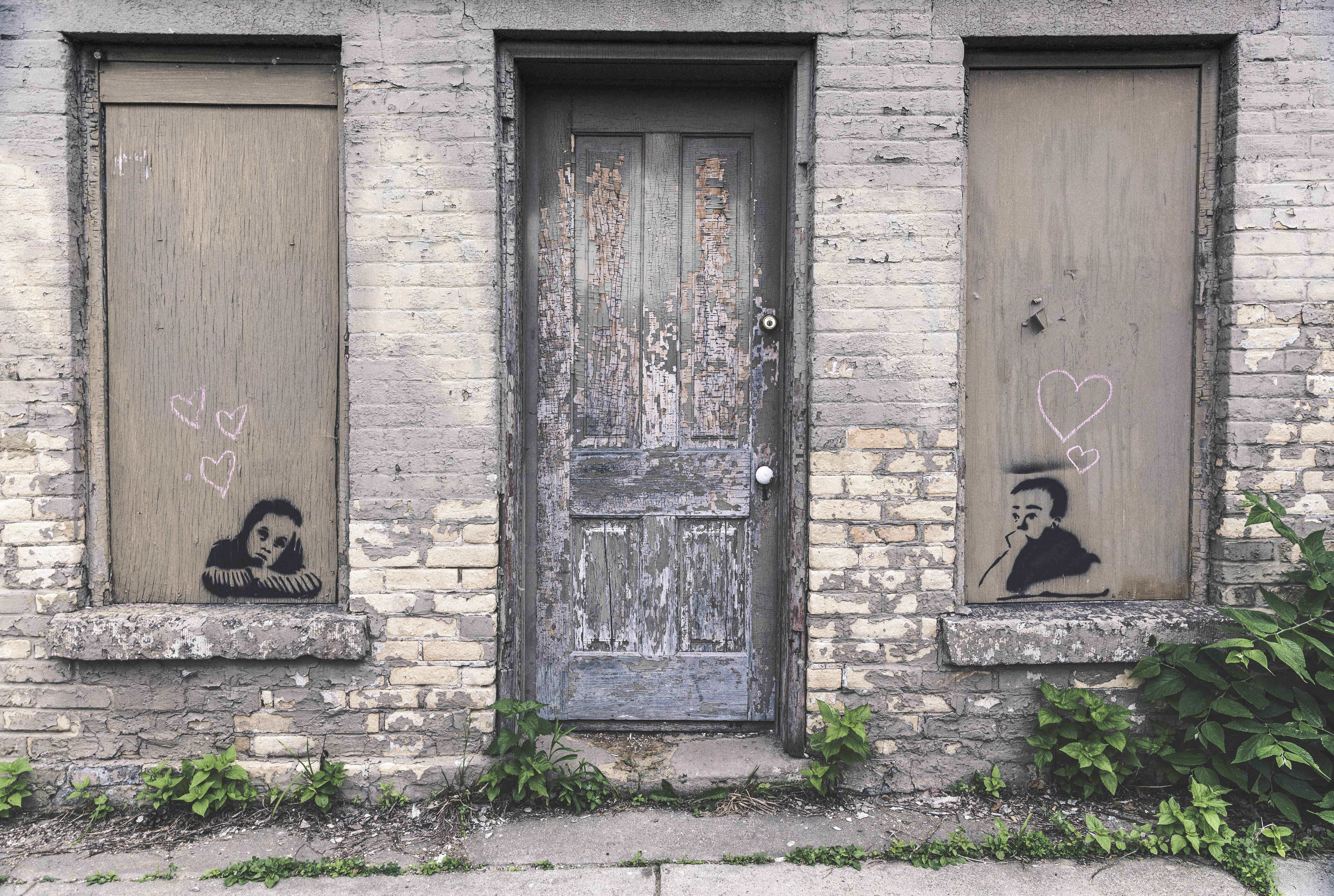 gratisography-xoxo-love-graffiti