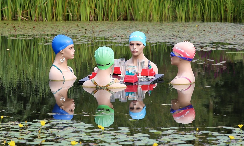 swimmers-415823_1920